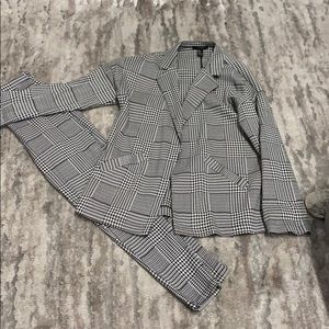 Houndstooth Woman's pant suit!